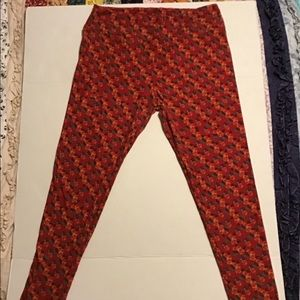 Lularoe Tall and Curvy Leggings Red Floral Print